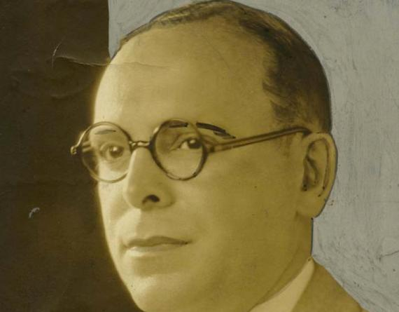 picture of a man in glasses